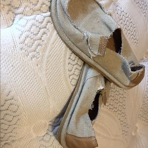 Sanuk style shoe, slipper, comfy shoe!